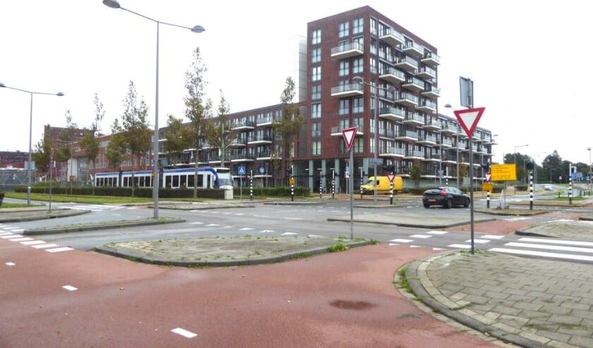 Kruispunt Laan van Leidschenveen / Vrouw Avenweg / Cor Spaanslaan wordt voor fietsers en voetgangers veiliger gemaakt. Foto: Jan van Es