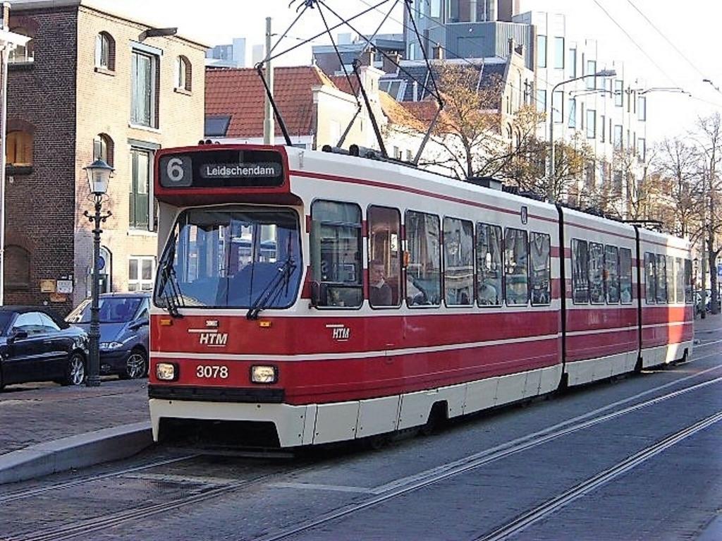 <p>Deze GTL trams gaan verdwijnen uit het stadsbeeld. Foto: Dick Muijs</p>  © Telstar Uitgeverij B.V