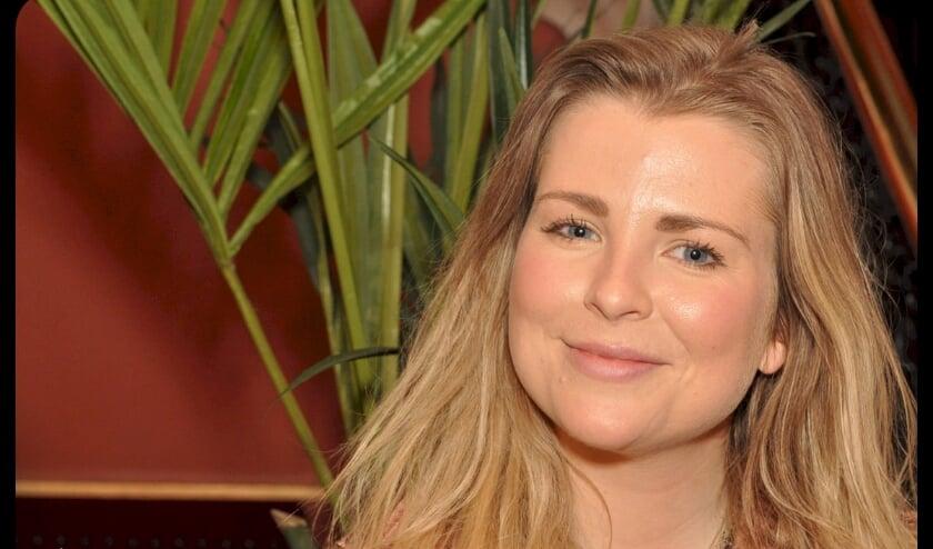 <p>De Haagse Jennifer is een bevlogen singer-songwriter, zangeres en pianiste en zit vol nieuwe plannen. Tekst: Martin Reitsma / Foto: Hans Ros</p>