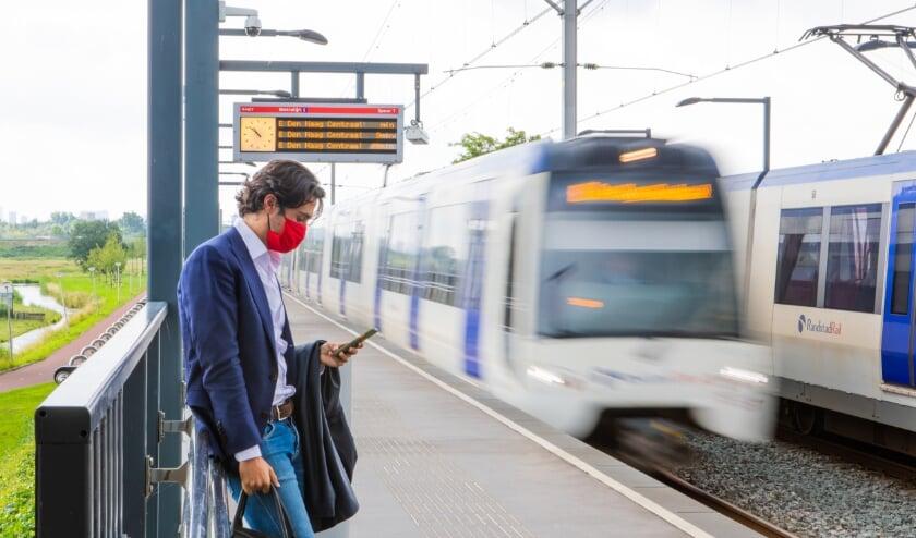 <p>Het OV is h&eacute;t vervoer van de toekomst voor de snelgroeiende Metropoolregio Rotterdam Den Haag. Foto: MRDH / Verkijk.nl</p>