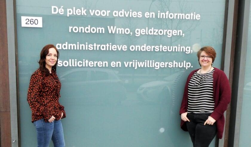 <p>Ouderenconsulenten Bianca Schneider (l.) voor Ypenburg en Miriam Wilschewski voor Leidschenveen. Foto: Dick Muijs</p>