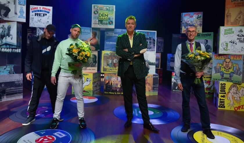 <p>Robbie de Huismuzikant en D. Chesron gaan naar naar finale van het &nbsp;Haags Songfestival. De derde voorronde is vrijdagavond 7 mei. Foto: Richard Mulder</p>