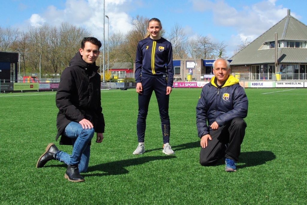 <p>Bram Veldman, Floortje Bol en Huidig trainer Kubilay Isik.</p>  © Telstar Uitgeverij B.V