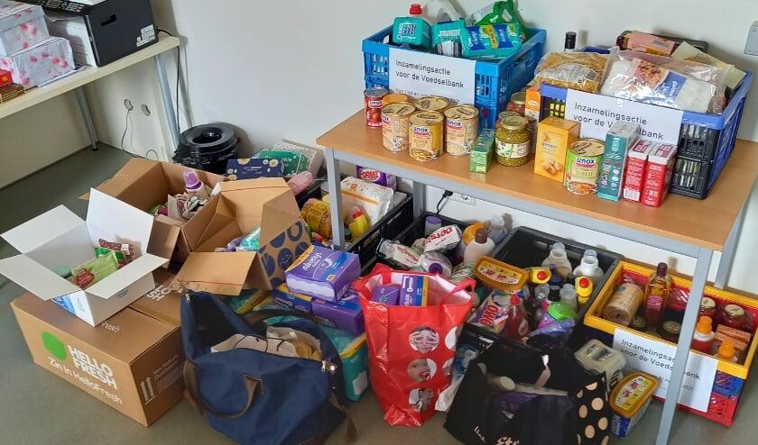 <p>Aan de acties van De Toevlucht hebben ook Ypenburgers van buiten de kerkelijke gemeente meegedaan. Een indruk van de ingezamelde spullen voor de Voedselbank. Foto: pr<br><br></p>