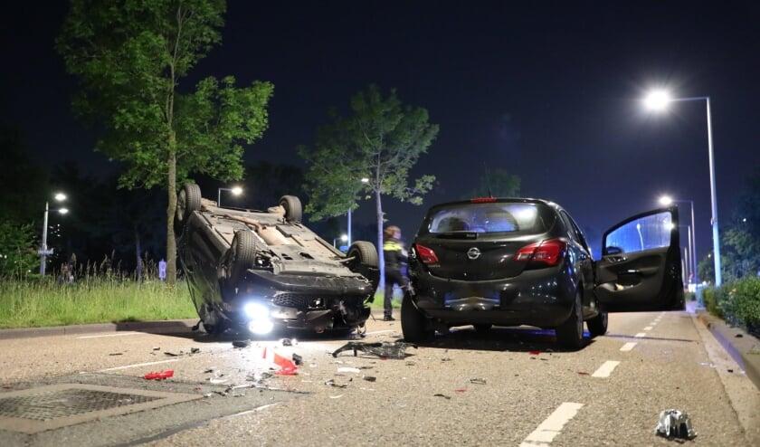 <p>Wonder boven wonder raakte er niemand gewond. Wel raakten beide auto&#39;s fors beschadigd. Foto: Regio15.nl</p>