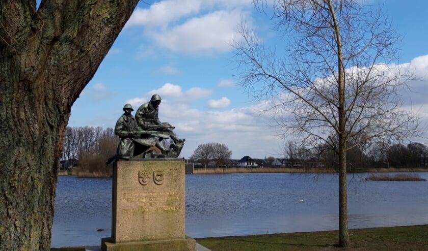 <p>Het monument van de Grenadiers en Jagers aan het Böttgerwater op Ypenburg. Foto: Jan van der Sman</p>