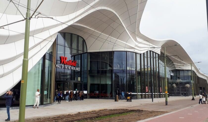 <p>Hart voor Den Haag / Groep de Mos wil een oplossing voor sluipverkeer waardoor bewoners in de file staan: 'Mall of The Netherlands zorgt voor nog meer verkeersdrukte in Leidschenveen.' Foto: Ronald Koster</p>