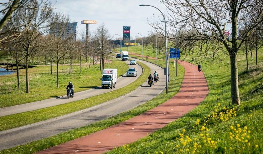 <p>Nieuw asfalt voor de Singel op Ypenburg tussen de Brasserskade en Laan van Haamstede. Foto: Gemeente Den Haag / Valerie Kuypers</p>