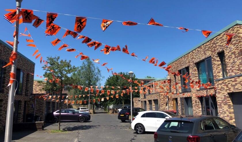 <p>Ook in stadsdeel Leidschenveen-Ypenburg begint de Oranjekoorts te stijgen, zoals hier aan de Leutscherstraat te Ypenburg. Foto&#39;s: Peter Zoetmulder</p>