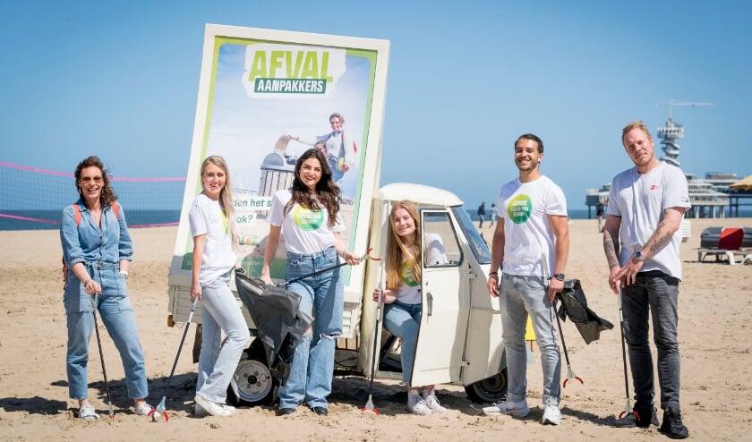 <p>De afvalhosts worden op drukke dagen op het strand en de boulevard ingezet. Foto: Valerie Kuypers</p>