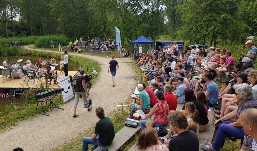 <p>Een eerdere (pre-corona) uitvoering van De Bras Got Talent in het amfitheater in het Bieslandse bos. Foto: pr</p>