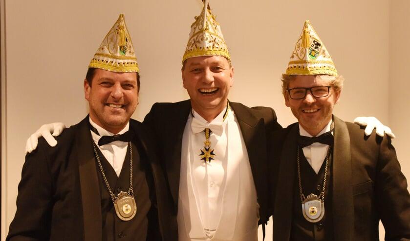 Prins Frank Arts (midden) samen met zijn adjudanten Hans (links) en Paul. Foto: Hoedemaekers Venray.