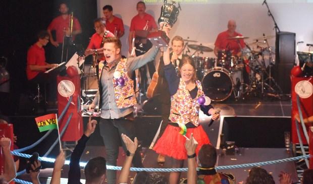 Pruuf Mar, bestaande uit Tamara en Stef Koonings, wil deelnemen aan het LVK met de carnavalshit Òp weg nor maerge. Foto: Hoedemaekers.