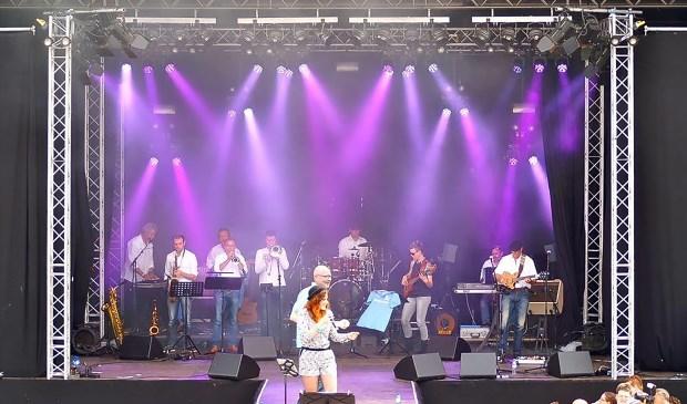 FEZZ treedt op tijdens het festival Funpop.