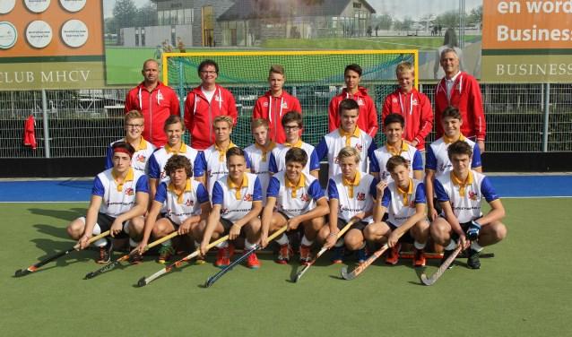 Het hockeyteam Top Limburg B neemt in Amstelveen deel aan het EK Youth. Foto: Simone Swinkels.