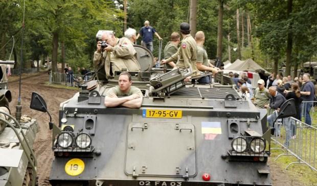 Meerijden in legervoertuigen tijdens Santa Fe Event 2017. Foto: Rikus ten Brücke.