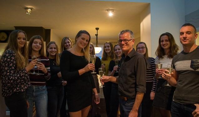 John Jansen proost met Sharon Creemers op de overname van De Verleiding. Foto: M.Creemers