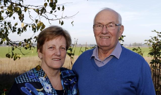 Jasper en Lies (73) van den Heuvel-Peters zijn 50 jaar getrouwd. Foto: Rikus ten Brücke