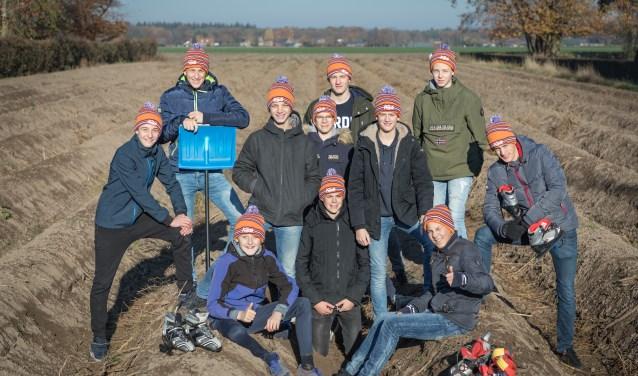 Elf van de twaalf jongeren uit de regio Venray die deze zomer naar Zwitersland trekken. Foto: Rita Kuenen