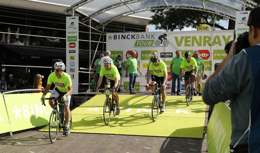 Een team van Venray Beweegt nam in augustus deel aan de ploegentijdrit voor amateurs voorafgaand aan de BinckBank Tour. Foto: Archief Peel en Maas.