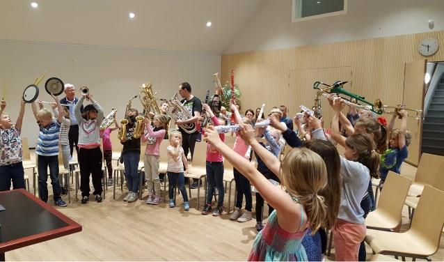 Een groep kinderen tijdens een van de workshops in Odeon.