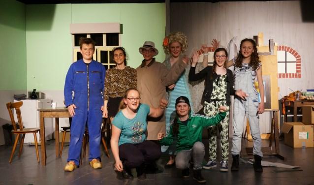 De jeugd van toneelclub Crescendo bracht afgelopen weekend Verfstreken op de planken.