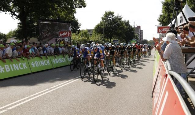 Vorig jaar was de finish van de BinckBank Tour getrokken op de Noordsingel. Foto: Rikus ten Brucke