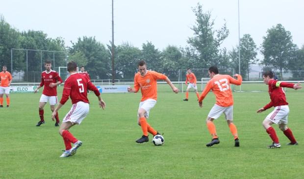 Oostrum zegevierde zondag in de derby in en tegen Leunen: 2-4. Foto: Simone Swinkels.