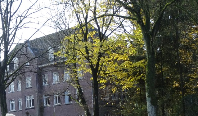 Cultuurminister Ingrid van Engelshoven trekt 3,5 miljoen subsidie uit voor de restauratie van klooster Sint Anna.