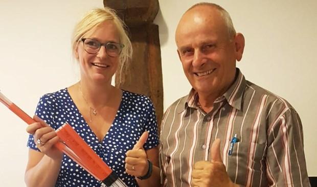 Anita Emonts en  Leo Lenssen zijn tevreden: ook Oostrum  krijgt glasvezel.