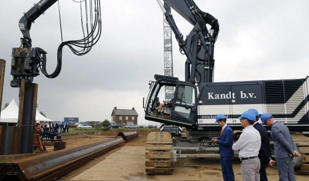 De uitbreiding van de westelijke Insteekhaven in Wanssum is officieel in gang gezet. Foto: Rikus ten Brücke.