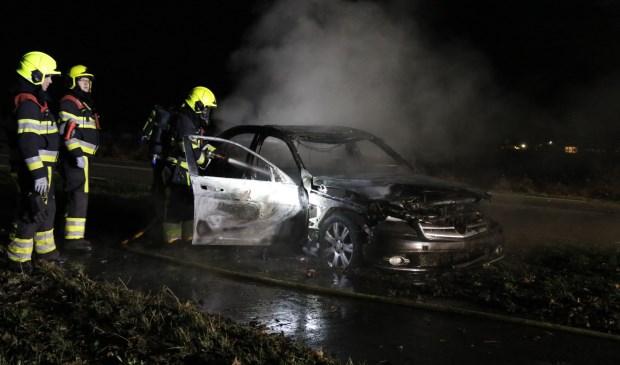 Een brand legde woensdagavond op de Beekweg een auto in de as. Foto: SK-Media.