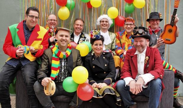 Ok Moj treedt op tijdens Zòndág òp de Mernt op de Grote Markt in Venray. Foto: Annemiek Koolen