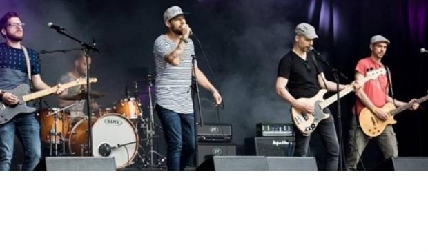 Battersea treedt op tijdens de derde editie van The Lion Sings Tonight.