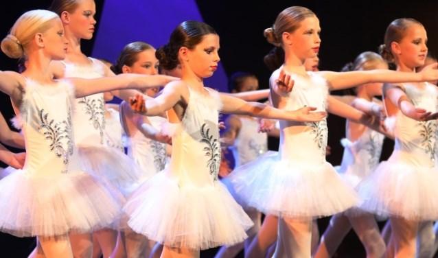 De dansgroep klassiek ballet van Danshuis Venray.