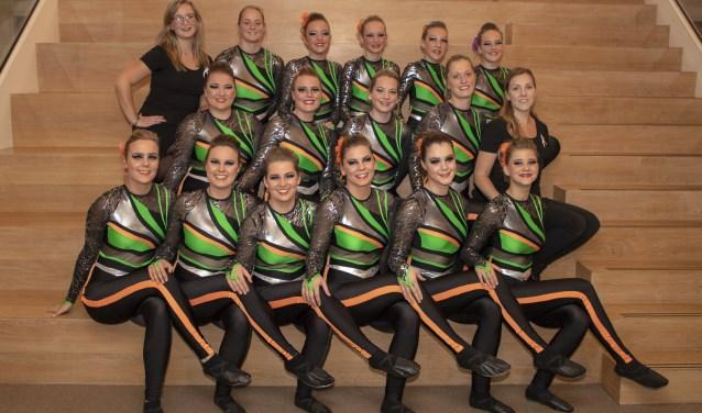 Modern groep Vibe komt uit in de categorie show modern hoofd- sportklasse. Foto: Loes Poels