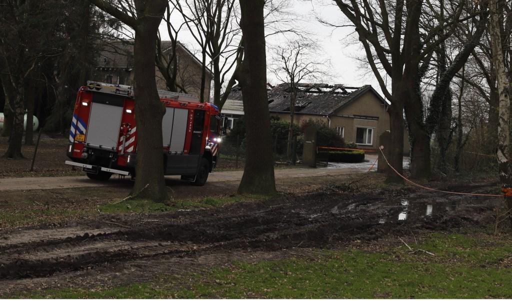 Het dak van de loods is verloren gegaan. Foto: SK-media.nl.
