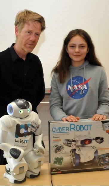 Robot Naomi bedankte Antosia voor haar nieuwe naam.