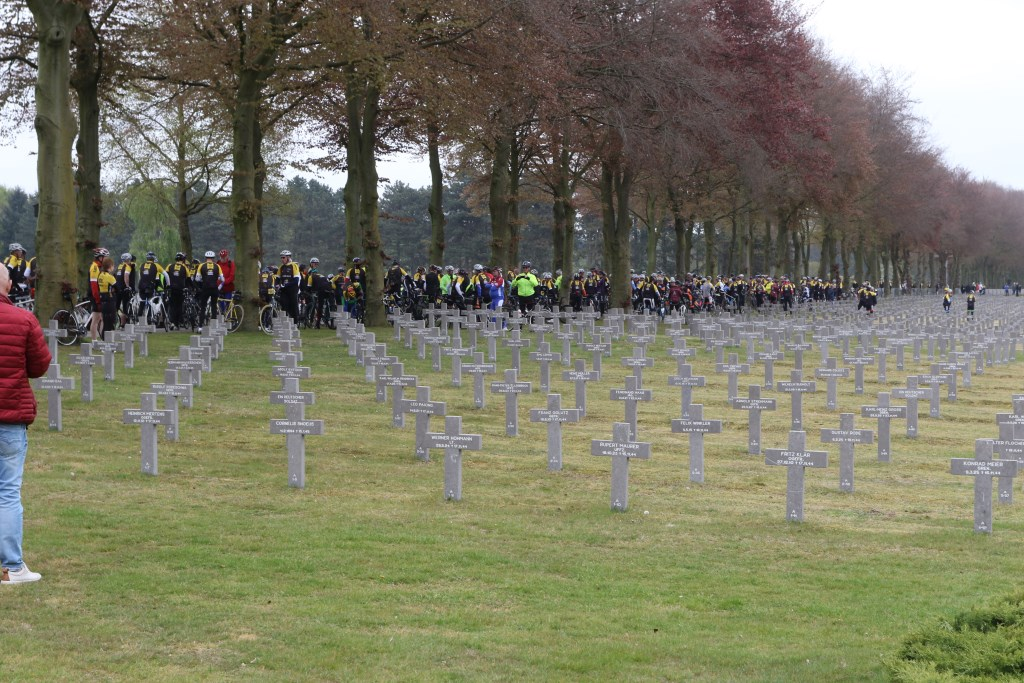 De begraafplaats in Ysselsteyn is qua oppervlakte het grootste Duitse oorlogskerkhof ter wereld. Foto: archief Peel en Maas/ Henk Lammen.