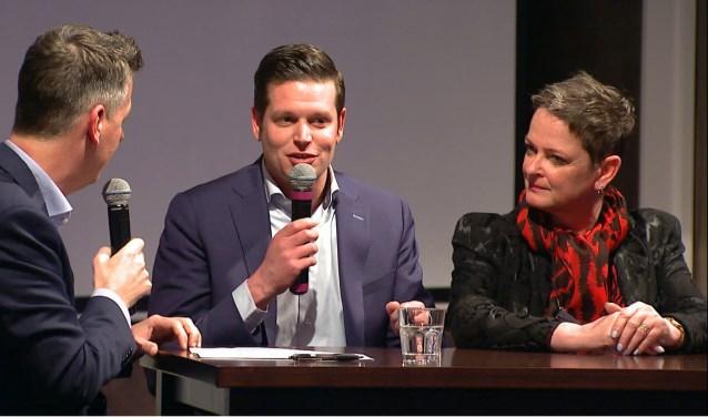 Op de foto: Niek Spronken van Junior Kamer en Ireen van Eck van Goemans uitvaartzorg blikken samen met presentator Rob van Lieshout vooruit op de Venrayse bedrijvenronde. Foto: Wim Wijnhoven.