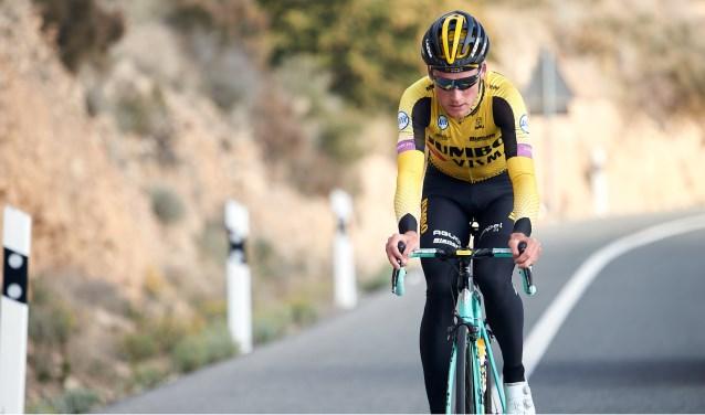 Mike Teunissen geeft aan eindzege in Duinkerken kleur door zijn tweede etappe te winnen.