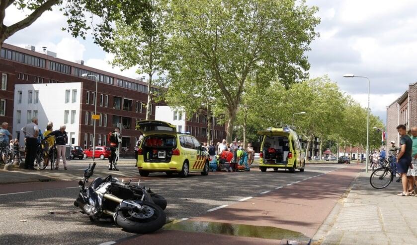 Motorrijder gewond bij aanrijding op Raadhuisstraat in Venray.
