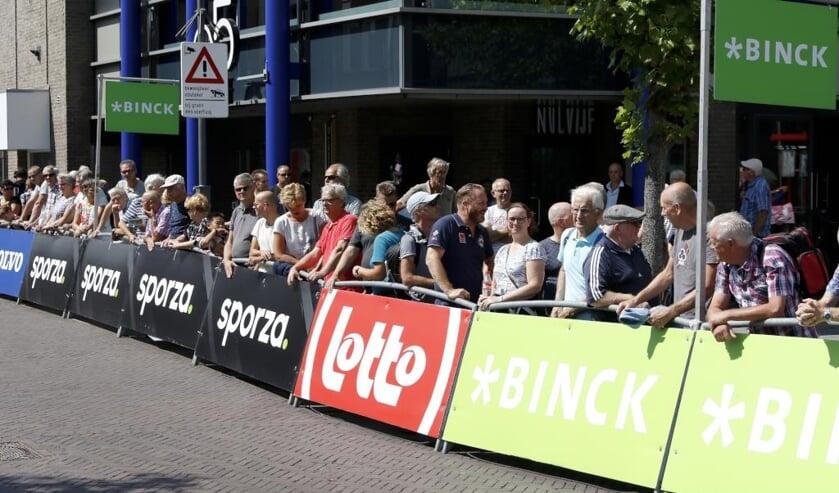 Drukte tijdens een etappe van de BinckBank Tour.