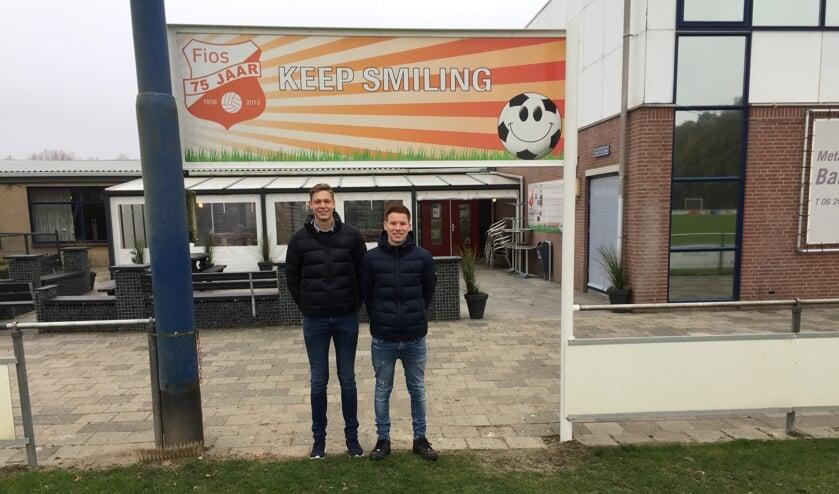 De initiatiefnemers voor multisportkooi: Links Wessel Vervloet en rechts: Jordy Nijland. (Foto: Mirjam Terhoeve)