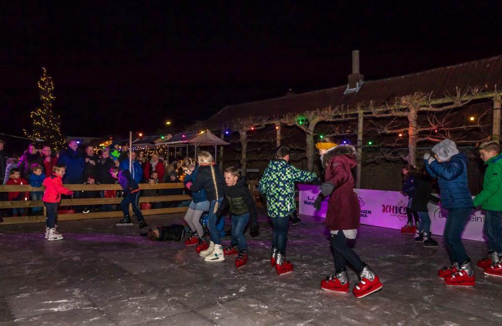 Kinderen genieten van de schaatsbaan. Foto: Riet van Putten  ©