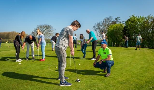 Oefenen met professionals op de putting greens en het chip- en pitchveld. Foto: Wim van Vossen Fotografie.