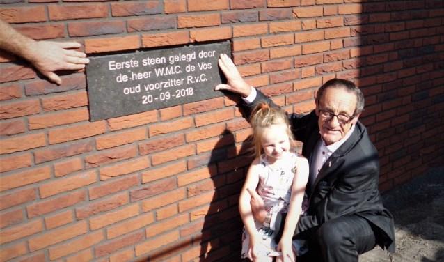 Wim de Vos met kleindochter Noortje. Foto:  ©