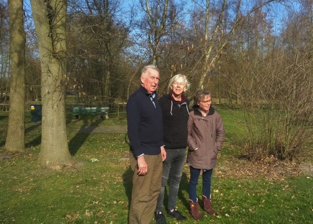 Hoofdbestuurder / voorzitter NTKC Jan Kuiper met echtgenote en voorzitter Hans Dobbeling NTKC afdeling Rotterdam.  ©