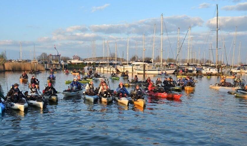 Deelnemers aan eerste Kayakcentre Fishing Tournament.