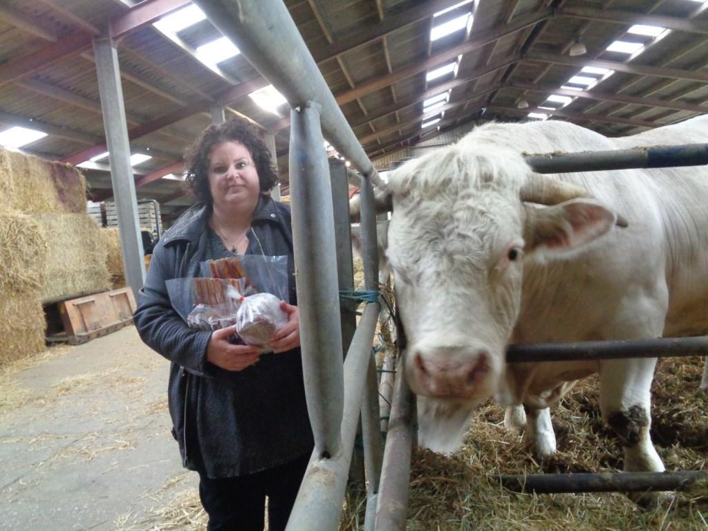 Voor iedereen die bij de beestenboel van Verweij in Dirksland heeft geraden hoe zwaar stier Goliath weegt, de weegschaal gaf 1420 kilo aan. De prijsvraag is gewonnen door Sabrina Witte.  ©